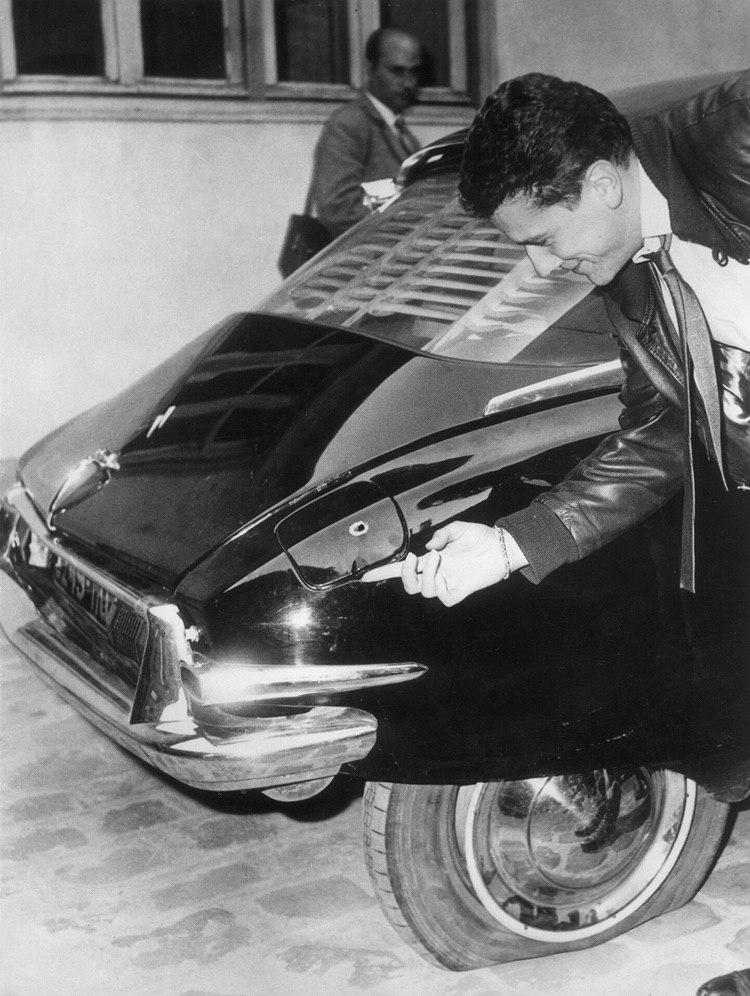 Citroen helps De Gaulle survive assassination attempt