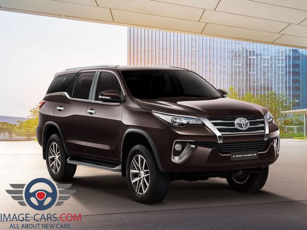 Front Right side of Toyota Fortuner of 2018 year