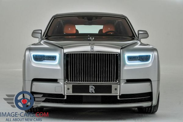 Front view of Rolls-Royce Phantom of 2018 year