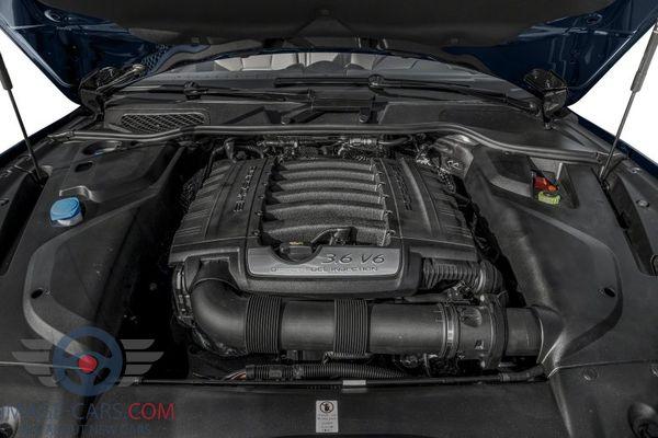 Engine view of Porsche Cayenne 0f 2018 year