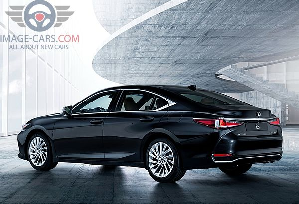 Rear Left side of Lexus ES of 2018 year