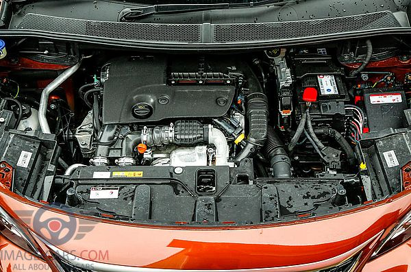 Engine view of Peugeot 3008 of 2018 year