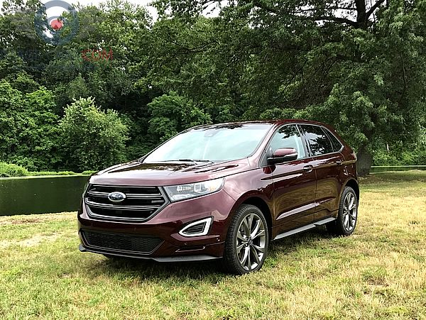 Front Left side of Ford Edge of 2017 year