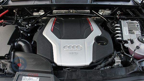Engine view of Audi Q5 of 2018 year