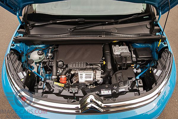 Engine view of Citroen C3 Aircross of 2018 year