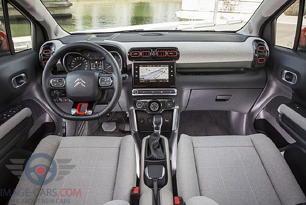 Dashboard view of Citroen C3 Aircross of 2018 year