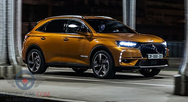 Front Right side of Citroen DS7 Crossback of 2018 year