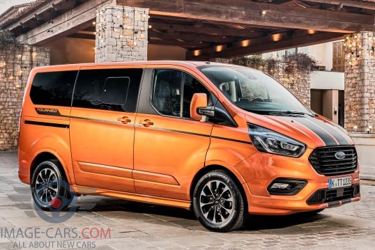 Right side of Ford Tourneo Custom of 2018 year