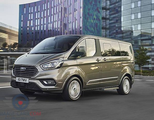 Front Left side of Ford Tourneo Custom of 2018 year