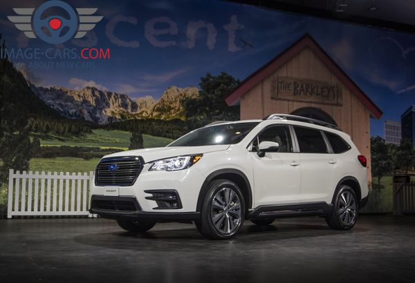 Front Left side view of Subaru Ascent of 2018 year