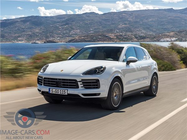 Front Left side view of Porsche Cayenne of 2018 year