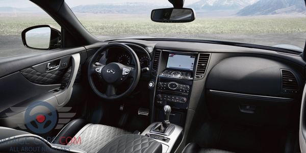Dashboard view of Infiniti QX 70 of 2018 year