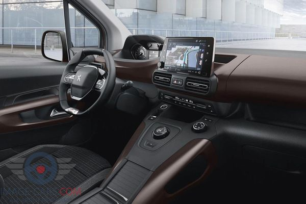 Dashboard view of Peugeot Rifter of 2019 year