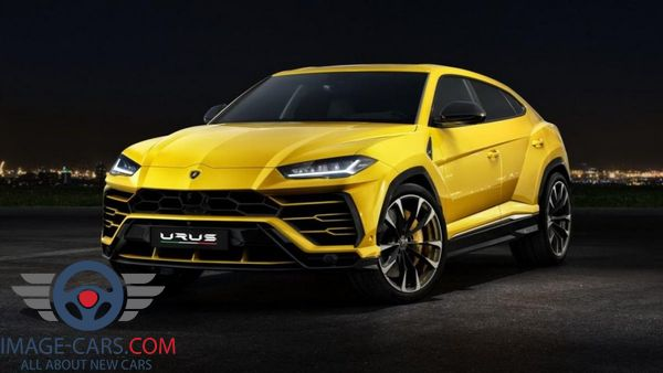 Front left side view of Lamborghini Urus of 2018 year