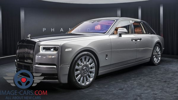 Front left side view of Rolls-Royce Phantom of 2018 year