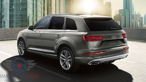 Rear Left side of Audi Q7 of 2018 year