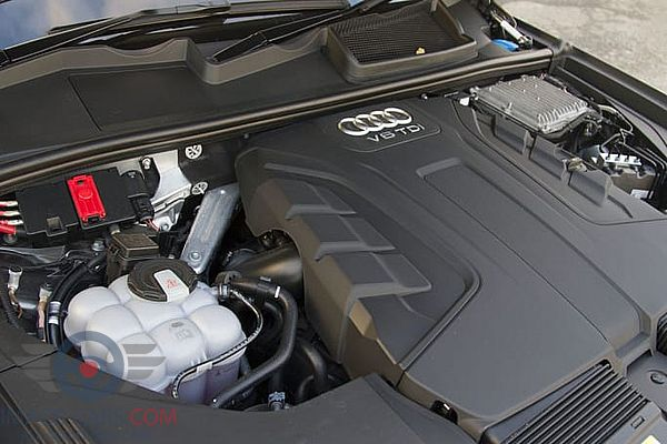 Engine view of Audi Q7 of 2018 year