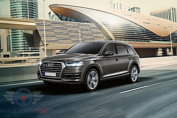 Front Left side of Audi Q7 of 2018 year