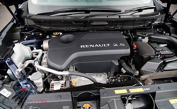 Engine view of Renault Koleos of 2017 year