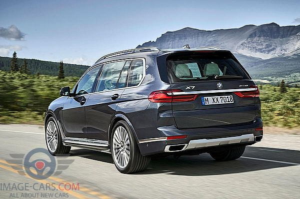 Rear Right side view of BMW X7 of 2019 year