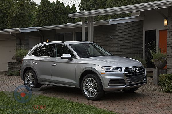 Front Right side of Audi Q5 of 2018 year