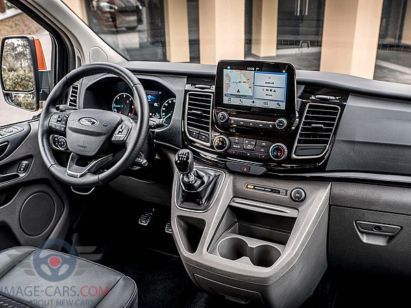 Dashboard view of Ford Tourneo Custom of 2018 year
