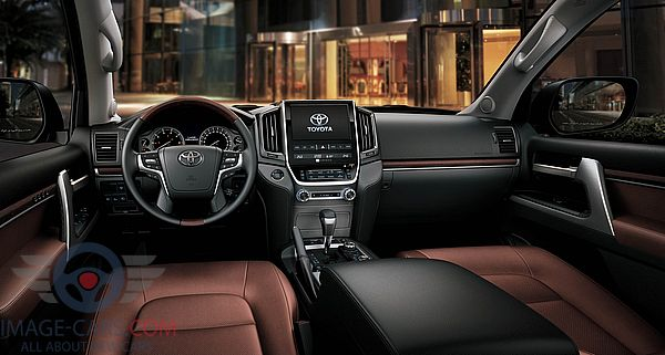 Dashboard view of Toyota Land Cruiser 200 of 2018 year