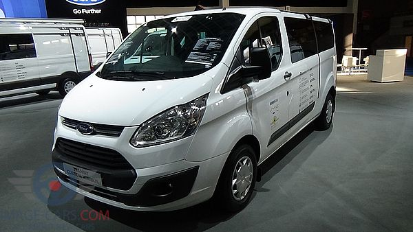 Front view of Ford Tourneo Custom of 2018 year
